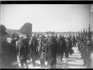 Arrivée de déportés libérés au Bourget, 18 avril 1945